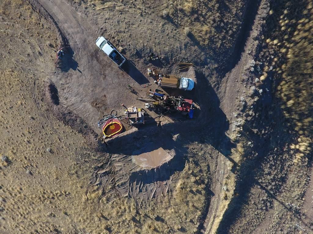 """U. S. Gold CEO Ed Karr und neuestes Vorstandsmitglied Ryan Zinke präsentieren """"Making American Mining Great Again""""."""